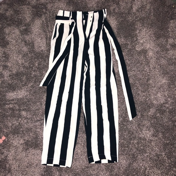H&M Pants - fit and flare dressy capris